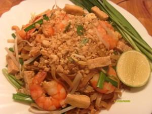 เรียนทำอาหารผัดไทยกุ้งสดกับเมนูยอดฮิต